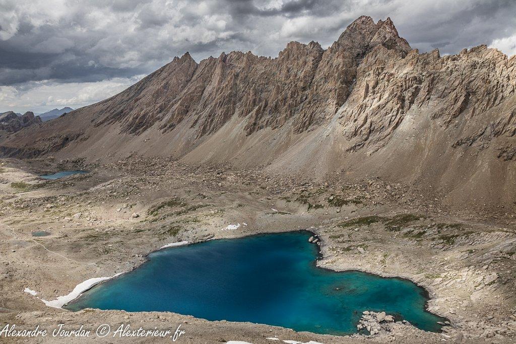 Aiguille de Chambeyron (3412 m) au dessus du Lac des Neufs Couleurs